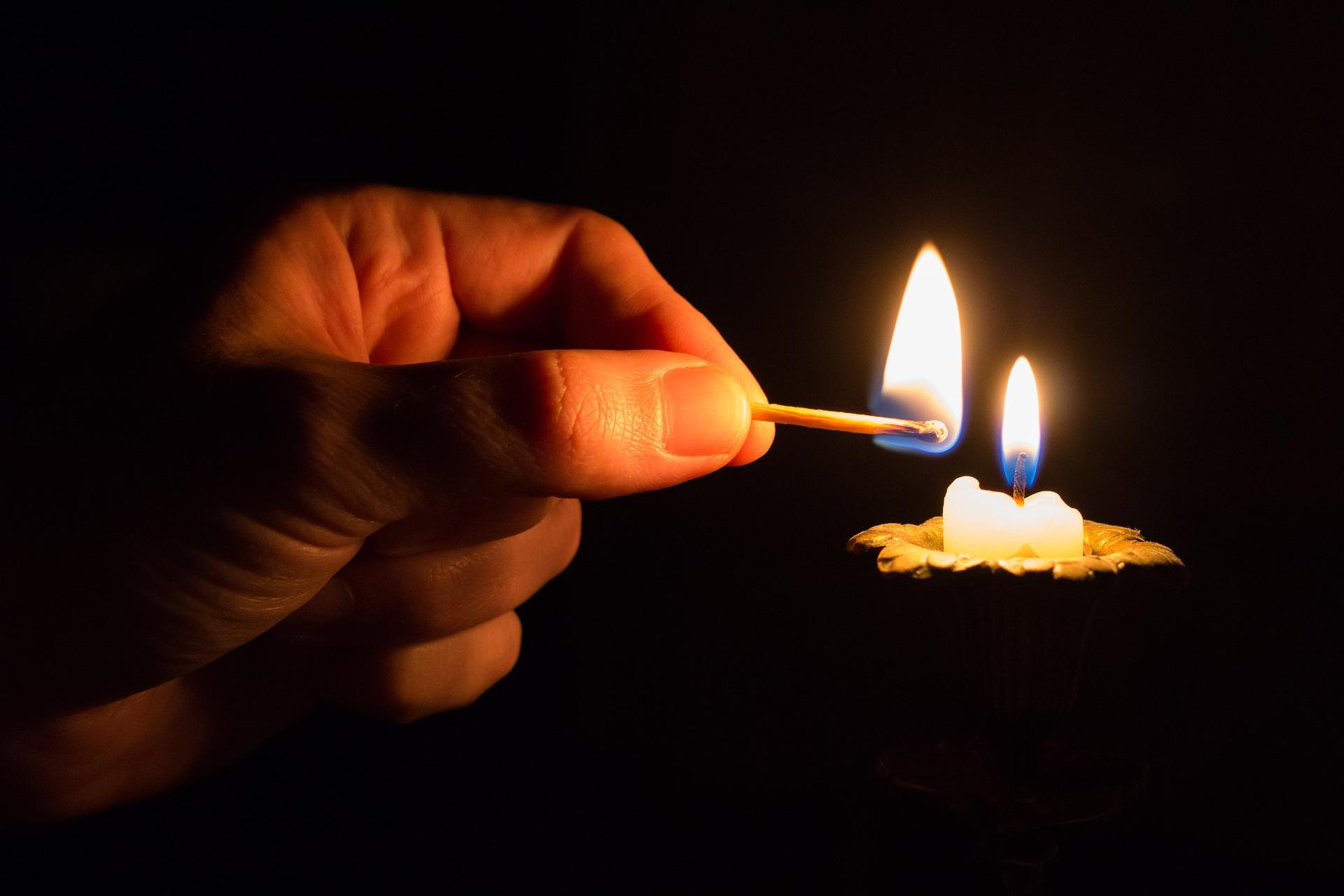 candela e fiammifero